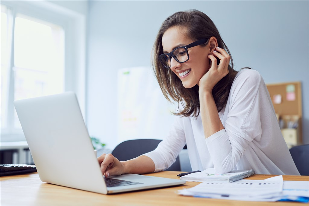 woman starting to learn english online